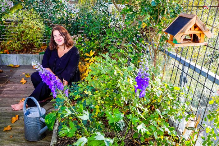 Lena Popal hat 2015 ihr Flachdach mitten in der Stadt in einen Garten verwandelt.