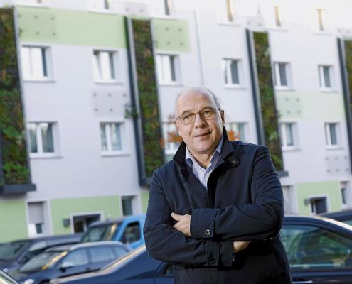 100 Quadratmeter Hausfassade hat die Essener Allbau GmbH an der stark befahrenen Gladbecker Straße gegrünt.