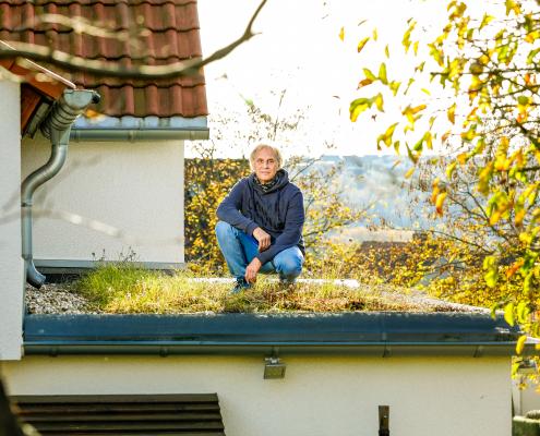 Dirk Furch hat das Flachdach seines Vorbaus begrünen lassen.