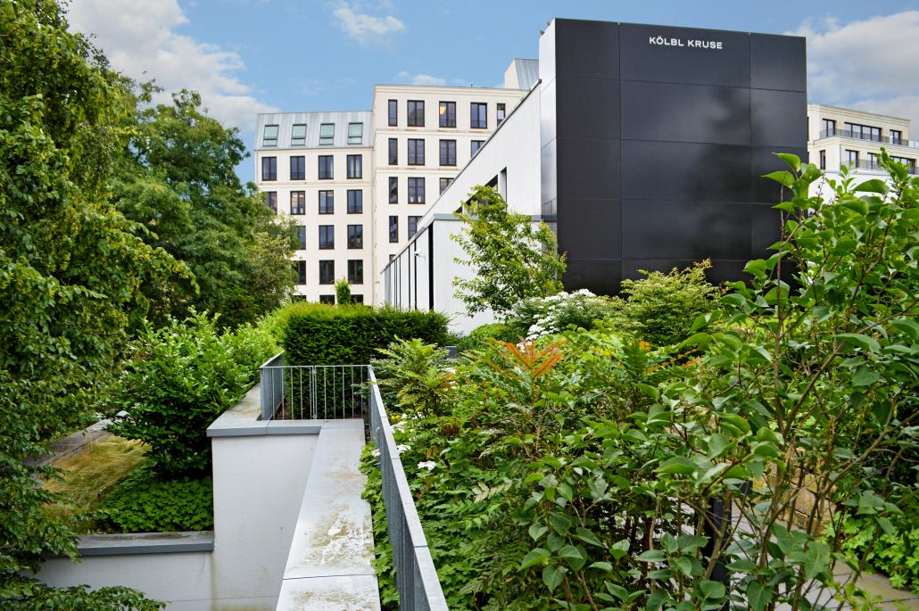 """Der Dachgarten auf der """"RÜ62"""" ist ein Beispiel für eine intensive Dachbegrünung."""